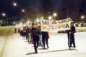 Ett fackeltåg för de ensamkommandes rätt att få stanna i Sverige genomfördes i Malung .
