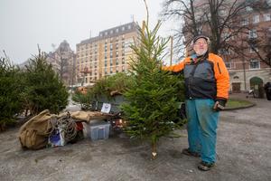I slutet av 80-talet började Mats Rensmo sälja julgranar i Örebro. Till en början tillsammans med sin farbror. Det här blir hans sista vinter som julgransförsäljare. – Jag kommer att sakna kundkontakten, säger Mats Rensmo.