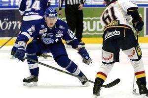 Fredrik Händemark i Leksandströjan för flera säsonger sedan. Nu har han en stor roll i Malmö Redhawks. Foto: Claes Söderberg/Arkiv.