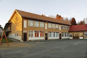 Lugnviks IF tar över den högre delen av Lugnviksskolan, medan den lägre delen, med det röda taket, rivs.