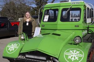 Elin Boander är en av ägarna till en snövessla, modell Snow-trac från 1963 som är tillverkad i Morgongåva.
