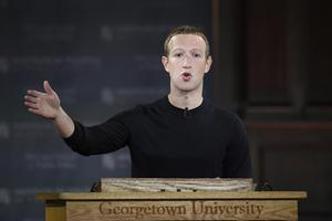 Facebooks VD Mark Zuckerberg under en föreläsning 17 oktober på Georgetown University i Washington DC. Foto: AP Photo/Nick Wass