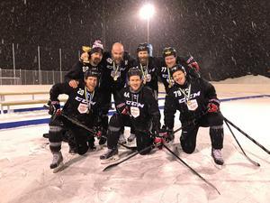 Team Nyängets Pondhockey tog hem första upplagan av Tigers Winter Classic.                                                                Bild: Arnäs IF