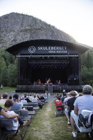 Invigningen av säsongen på Skule Naturscen stod Skulefestivalen för som gästades av bland andra Sven-Ingvars och Tomas Andersson Wij.