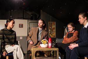 Missförstånd och misstroende präglar relationen mellan syskonen i pjäsen.