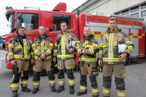 Andreas Falkhed, Patrik Ehn, Jonas Gustafsson, Conny Andersson och Daniel Schaub på brandstationen i Nynäshamn.