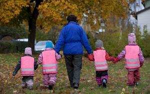 Det är ett krävande jobb att ta hand om barn när barngrupper na växer utan att personalen blir fler. FOTO: JONAS EKSTRÖMER / TT