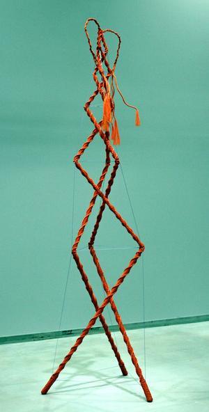 Bella Rune har skapat sin textila skulptur