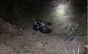 Männen hade även dumpat en stulen moped i skogen. Foto: Polisens förundersökning.