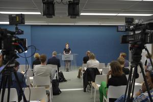 Kultur- och demokratiminister Amanda Lind presenterar propositionen