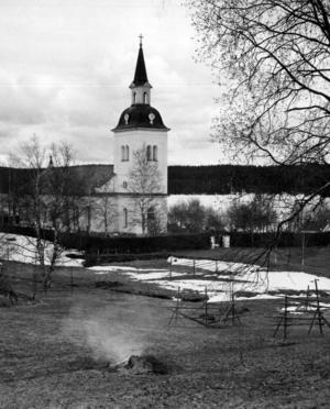 Kyrkan i Laxsjö, som byggdes åren 1875–1884, är det vanligaste motivet från byn i ÖP:s bildarkiv.