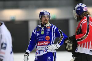 Martin Johansson under lördagens semifinal mot Edsbyn. Efter en handskada ser det nu ut som att säsongen är över för liberon.