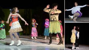 Natalie Elfström och Emil Lundkvist dansade tillsammans med skridskoskolan med bland annat inspiration från filmen Moana.