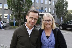 Partiledaren Ulf Kristersson (M) lovordar den kraftsamling mot våldet som Elisabeth Unell (M) i Västerås bjudit in till.