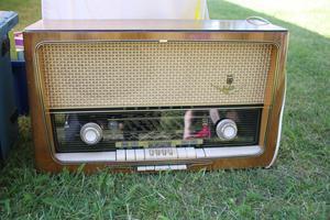 Hos Ann-Sofie i Fanthyttan fanns den här radioapparaten till försäljning.