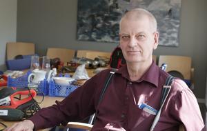 Ludvikapolisens utredare Mats Danielsson inväntar detaljer från den tekniska undersökningen vid Coop-butiken.