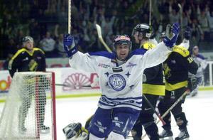 Stefan Hellkvist jublar efter ett av målen i 6–0-segern mot AIK. Foto: Mikael Forslund