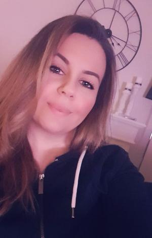 Nora Nanos hosta satt i tre veckor efter att hon blev sjuk i covid-19. Hon var sjuk i fyra dagar, berättar hon. Foto: Privat