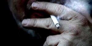 En glödande  cigarett misstänks ligga bakom en brand på ett boende i Köpings kommun.