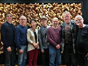 Från vänster: Johan Ekelund (producent), Hank Dutt (altfiol), Sunny Yang (cello), Stefan Brisland Ferner (Hurdy-Gurdy), John Sherba (andra fiol), David Harrington (första fiol), Hållbus Totte Mattsson (Hurdy-Gurdy)