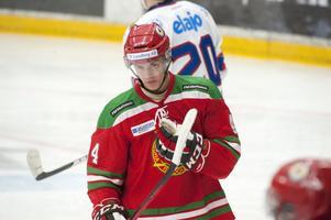 Tom Nilsson var poänglös i elva matcher. Mot Malmö svarade han för en assist till Mattias Becks avgörande mål till 4–2 och mot Oskarshamn fick han själv sätta pucken fram till 4–1.