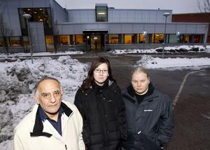 Ingen fröjdefull jul. Arbetsmarknaden är tuff och hård konstaterar Medhi Nematbakhsh, Katrin Hagman och Jani Uutala, tre av de uppsagda på Enics. Foto: Rune Jensen