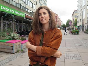 Maria Lingfors är tillbaka i Jönköping på besök. Med en färsk examen från Teaterhøgskolen i Oslo ger hon sig ut i en bransch som är hårt drabbad av pandemin.