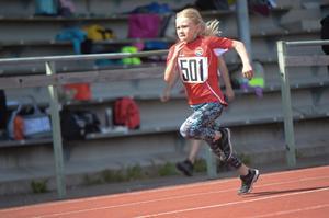 Lea Stenlund med bra fart på benen.