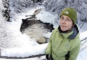 Åsa Eriksson, kommunbiolog i Sollefteå, hoppas att restaureringsarbetet av Björkån ska öka den biologiska mångfalden.