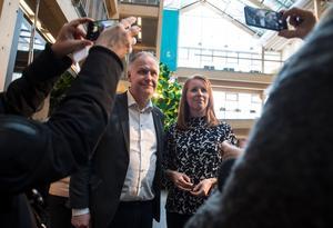Både Jonas Sjöstedt (V) och Annie Lööf (C) var nöjda efter debatten.