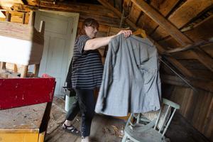 Lena Johansson har haft och planerar att ha fler loppisar för att bli av med lite saker. Det finns mängder med grejer både i torpet och i ladugården.