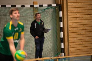 – Det krävs att vi ska ta oss till semifinal om det ska bli lite drag kring volleybollen igen, säger Lasse Broström.