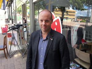 Kommunalrådet Andreas Sjölander vill föra en dialog med kommuninvånarna om framtidens centrum.