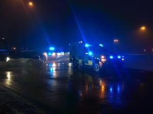 En trafikolycka har inträffat i Borlänge. Tre personbilar är inblandade i olyckan som inträffat i rondellen vid Gylle värdshus.