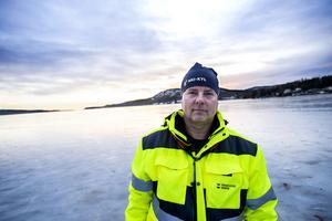 Mikael Westman, friluftskonsulent på Örnsköldsviks kommun, tycker att isbanan är värd varenda krona.