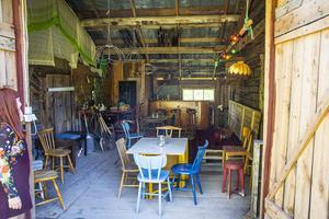 De har hittills arrangerat en kortfilmskväll i ladan, där de byggt en bar och en scen för mysiga sommarkvällar.