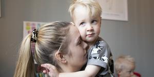 Nästan direkt när Eddie föddes så märkte Linnéa Edvinsson att något var fel. Fyra år senare har de fortfarande inte fått någon diagnos på sin son.