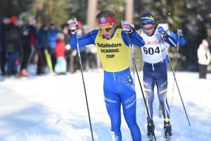 Gustaf Berglund, IFK Mora, blev tvåa i jaktstarten i H 19-20. Leo Johansson (604) segrade.