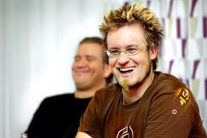 Supermålvakten Trevor Kidd presenterades på en presskonferens 2005. I bakgrunden nöjde ordföranden Mikael Fahlander. Bild: Lennart Lundkvist