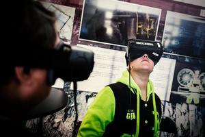VR-glasögonen, virtual reality eller virtuell verklighet, var en av de mest uppskattade aktiviteter bland besökarna. Vid påtagning slungas du hastig ner i mörka och trånga gruvgångar när du samtidigt står tryggt ovan mark, låter det intressant? Det är det.