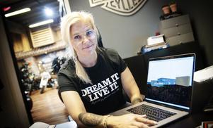 """Jessika Häggling arbetar som platschef på Northbike i Umeå och ser fram emot nyöppningen på Västerslätt. """"Det bästa kommer att bli att våra två team nu kommer kunna jobba tillsammans. Vi får nu jättemycket kunskap i ett och samma hus"""". Foto: Linda Eliasson/VK"""