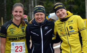 Stora Tunas Magdalena Olsson, Tilda Östberg och Ronja Hugg vann damstafetten. Foto: IFK Mora