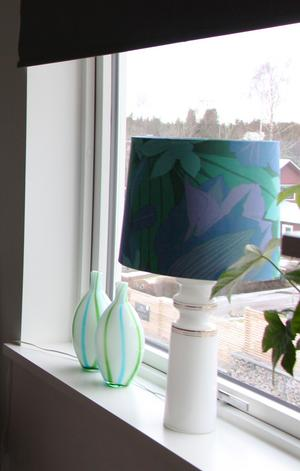 Lampa med blå-grön skärm i original från Josefines gammelmormor.