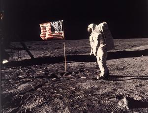Ett ikoniskt foto av Neil Armstrong på månen. Foto: AP / NASA