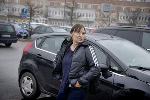Lotta Lindén, undersköterska på njursektionen USÖ, pendlar från Askersund, tror att den ökade stressen på grund av trafikkaoset också kan öka risken för olyckor.