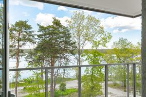Samtliga lägenheter är försedda med balkong eller terrass.
