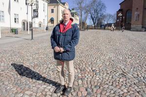 Mats Nordberg (SD) uppmanar alla att börja använda munskydd.