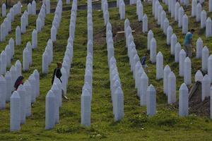 Det är hög tid att Serbien erkänner folkmordet i Srebrenica där över 8000 människor mördades.