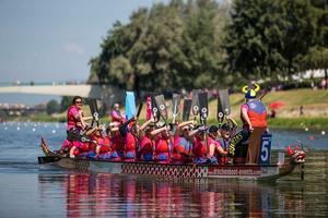 I juli deltog Anna Dalebrand i en drakbåtspaddling i Florens tillsammans med 5000 bröstcancerkvinnor från hela världen.