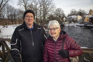 Tommy Pettersson och Anette tycker det är synd att almarna i Strandparken försvinner.